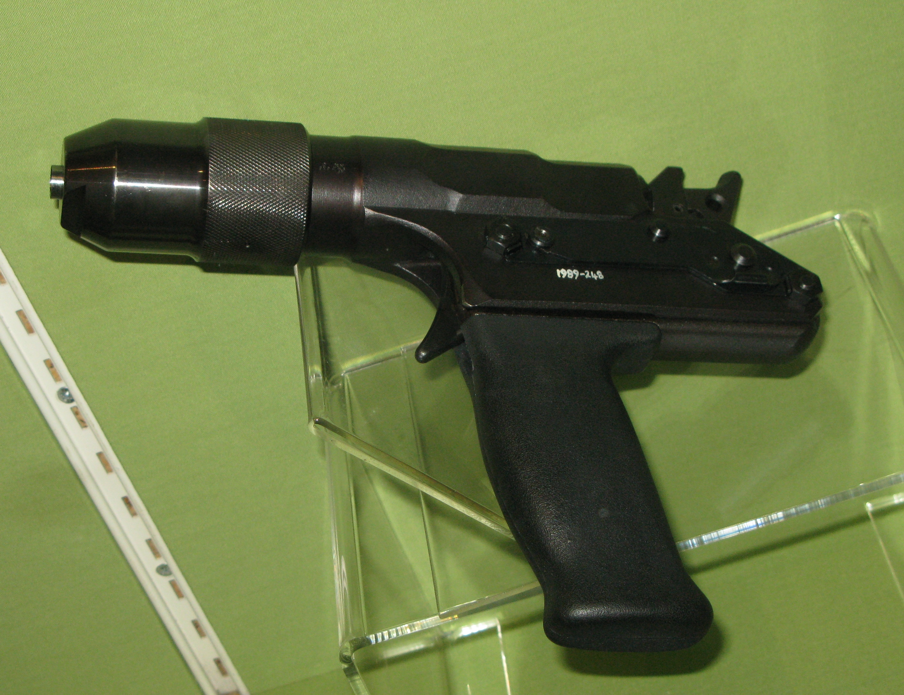 http://upload.wikimedia.org/wikipedia/commons/a/af/Cash%27s_captive_bolt_pistol.jpg