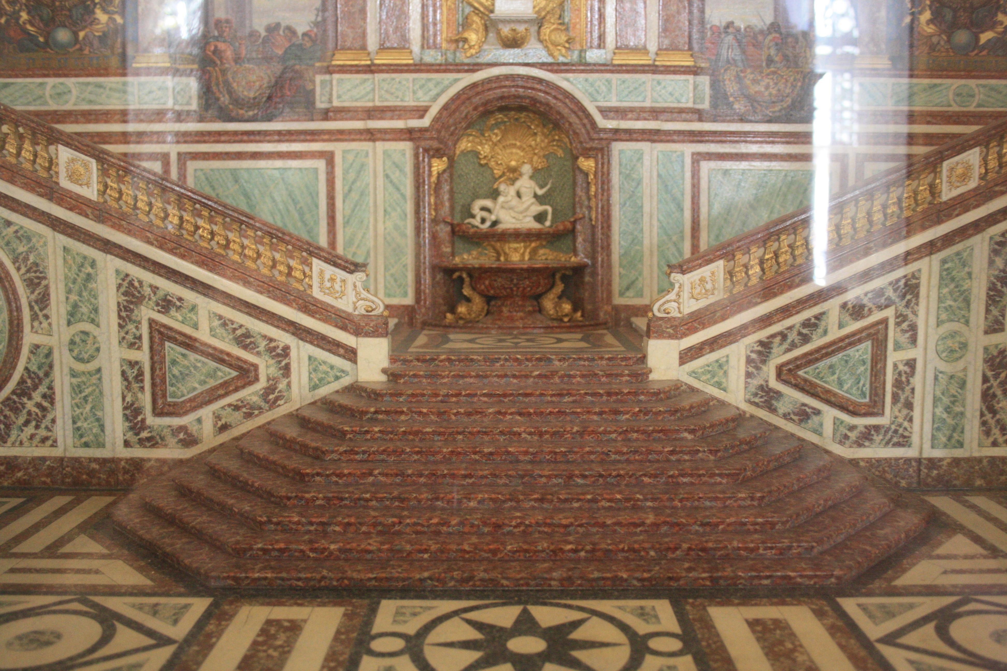 File chateau de versailles model of the escalier des for Escalier droit exterieur