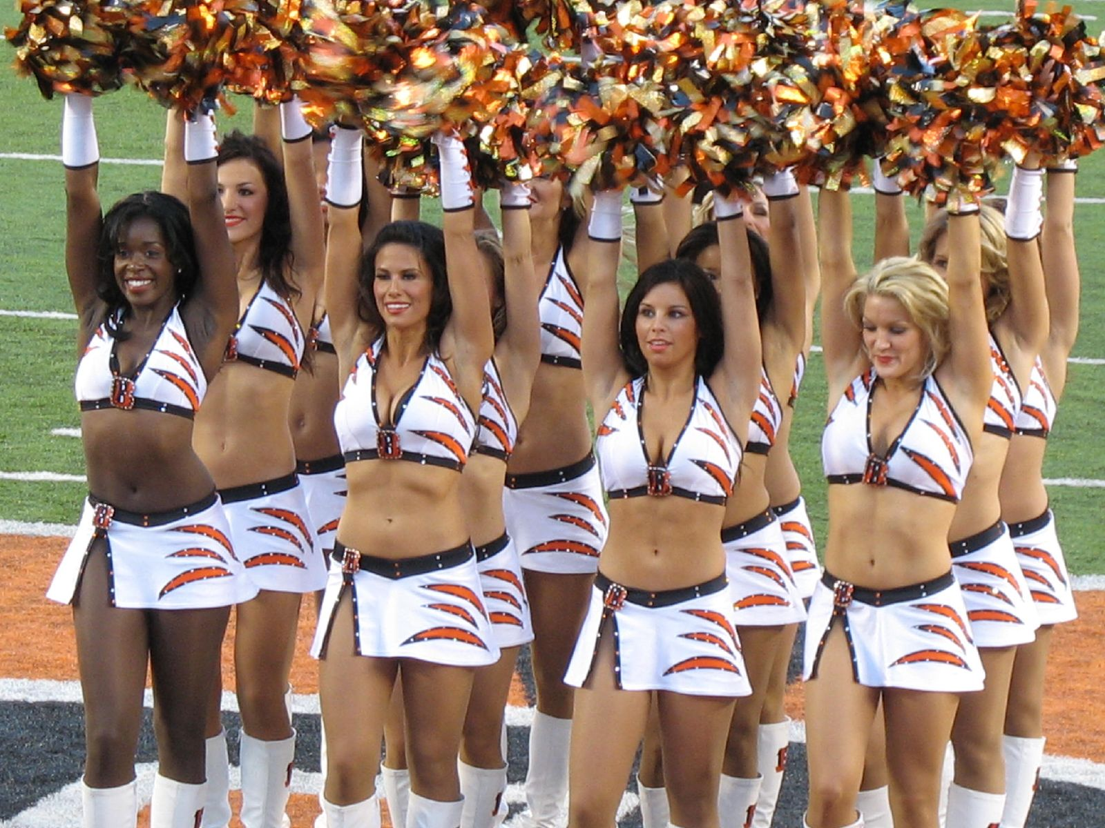 Description Cincinnati Bengals cheerleaders.jpg