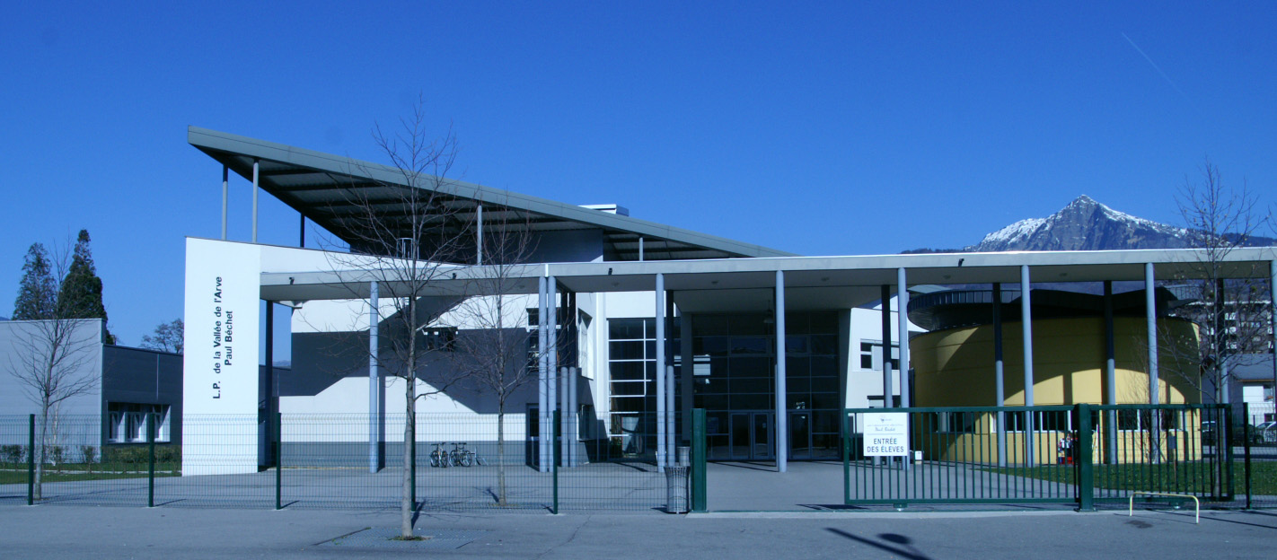 Entree des éleves, lycée publique de la Vallee de l'Arve (2007)