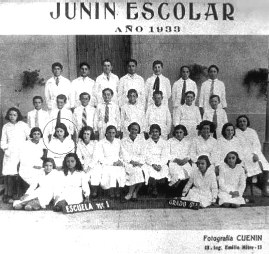 Ficheiro:Eva Perón - Foto escolar 5Grado - Junin 1933 (2) (señalada x mi).jpg
