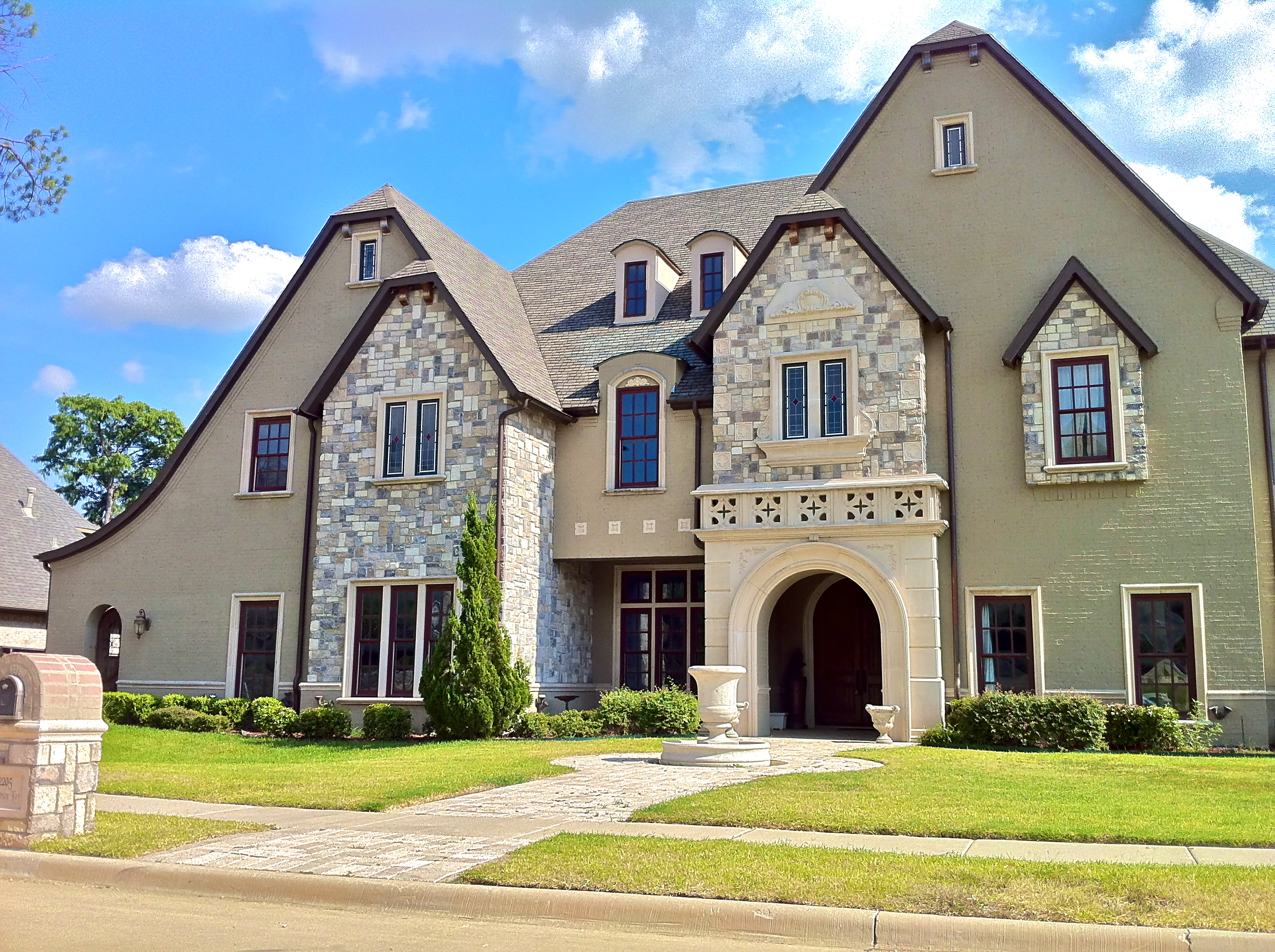 File example of large home in southlake jpg wikimedia for Large luxury homes