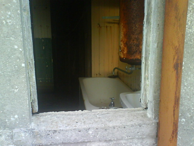File:Fancy A Bath^ - geograph.org.uk - 737806.jpg