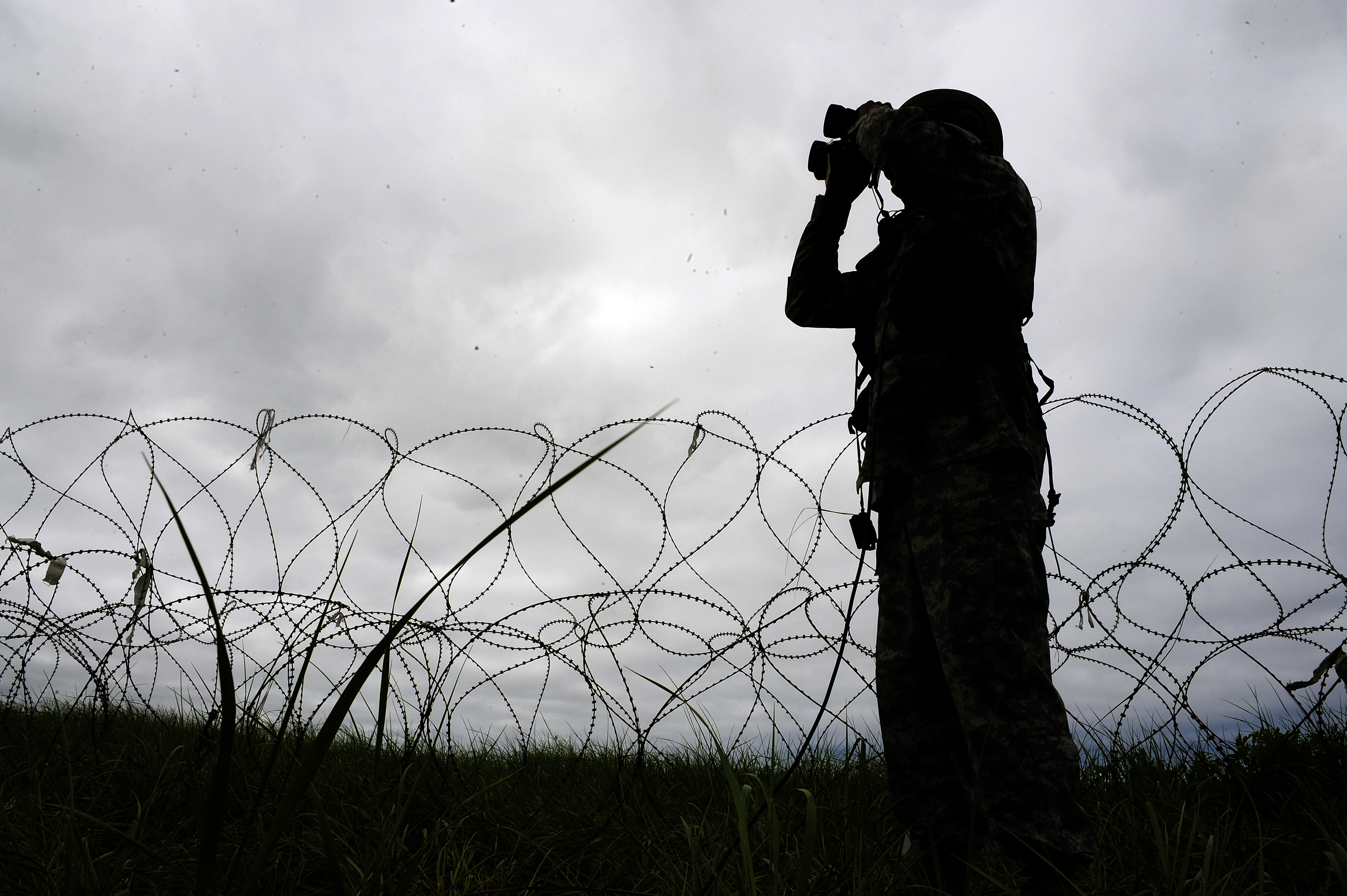 b1414a6d6509 File Flickr - The U.S. Army - Searching for opposing forces.jpg ...
