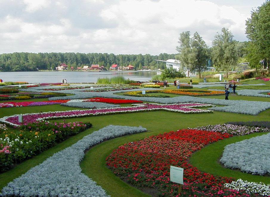 File:Floriade 2002 - Main Garden.jpg - Wikimedia Commons