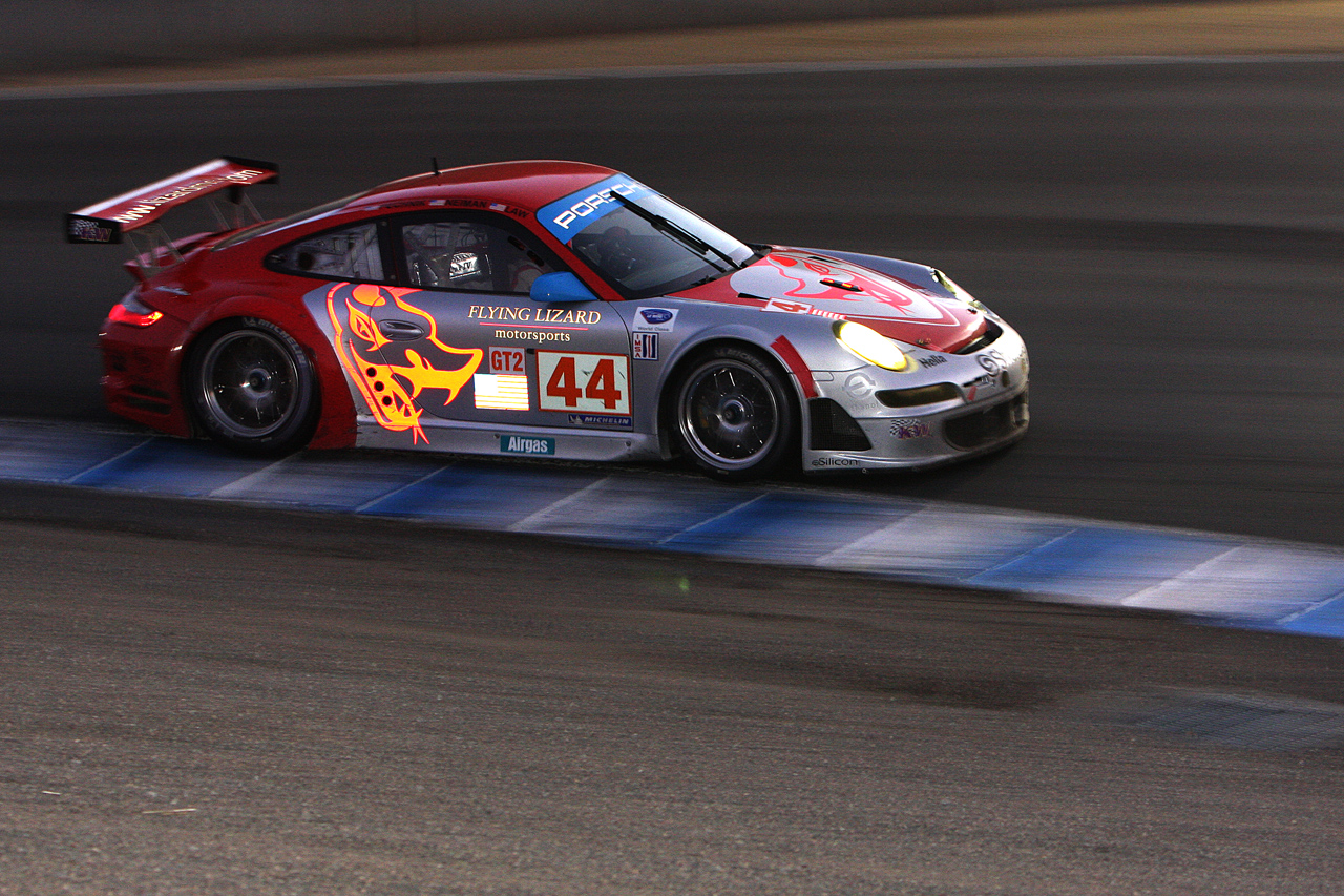 File Flying Lizard Porsche At Night Jpg Wikimedia Commons