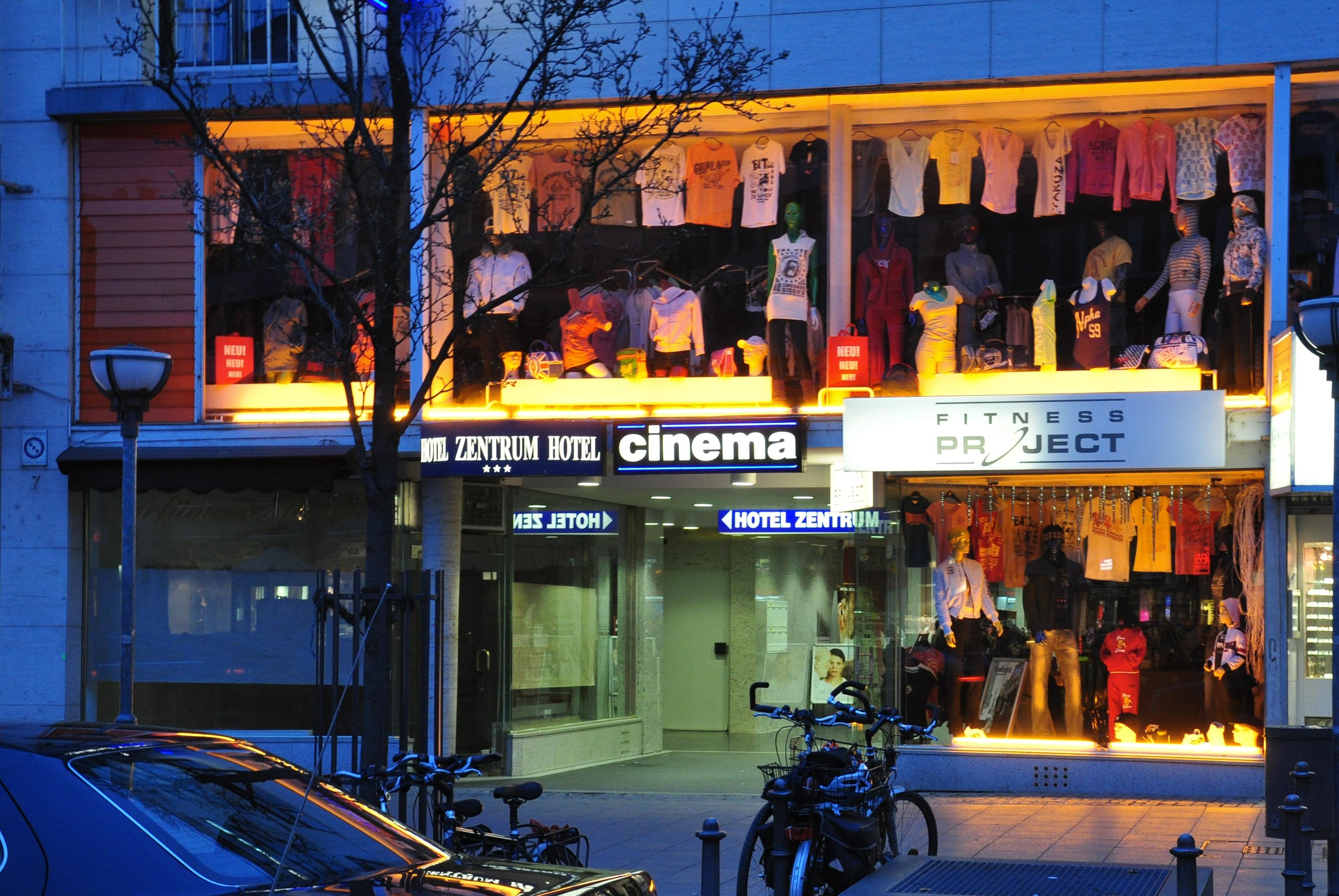File:Frankfurt Cinema Roßmarkt7.jpg - Wikimedia Commons