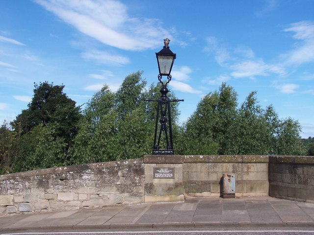 File Gas Lamp Salvaged From Old London Bridge Now On Rennie S Bridge Kelso Geograph Org Uk 584174 Jpg Wikimedia Commons