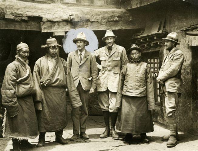 המשלחת השלישית לאוורסט, 1924. מאלורי מוקף בעיגול. - הפודקאסט עושים היסטוריה עם רן לוי