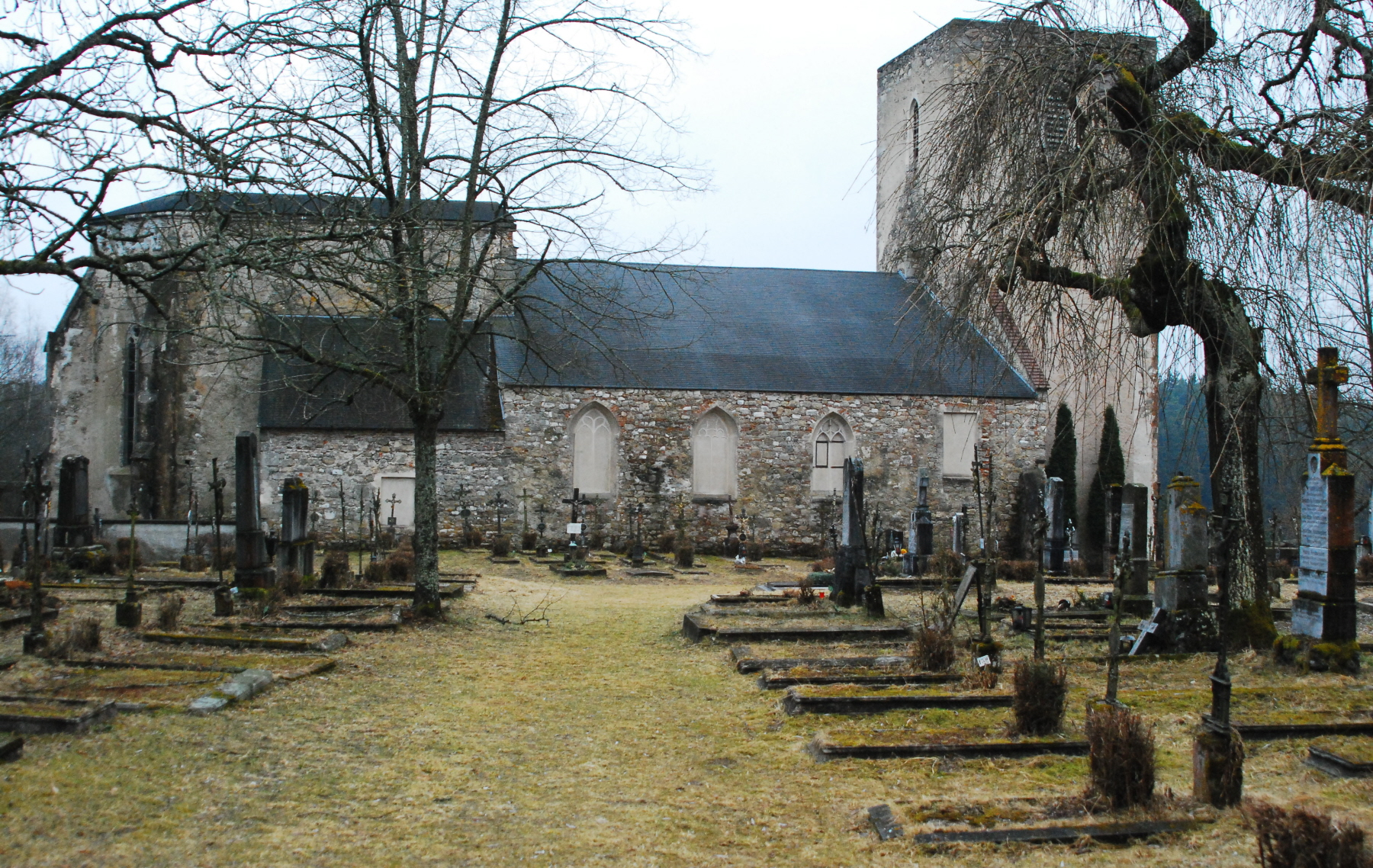 http://upload.wikimedia.org/wikipedia/commons/a/af/GuentherZ_2011-03-19_0082_Doellersheim_Ruine_Kirche_Friedhof.jpg