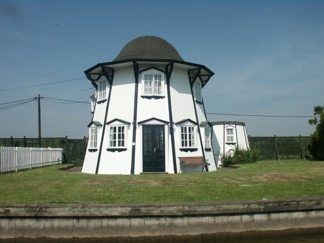 Helter-Skelter house, Potter Heigham - geograph.org.uk - 194375