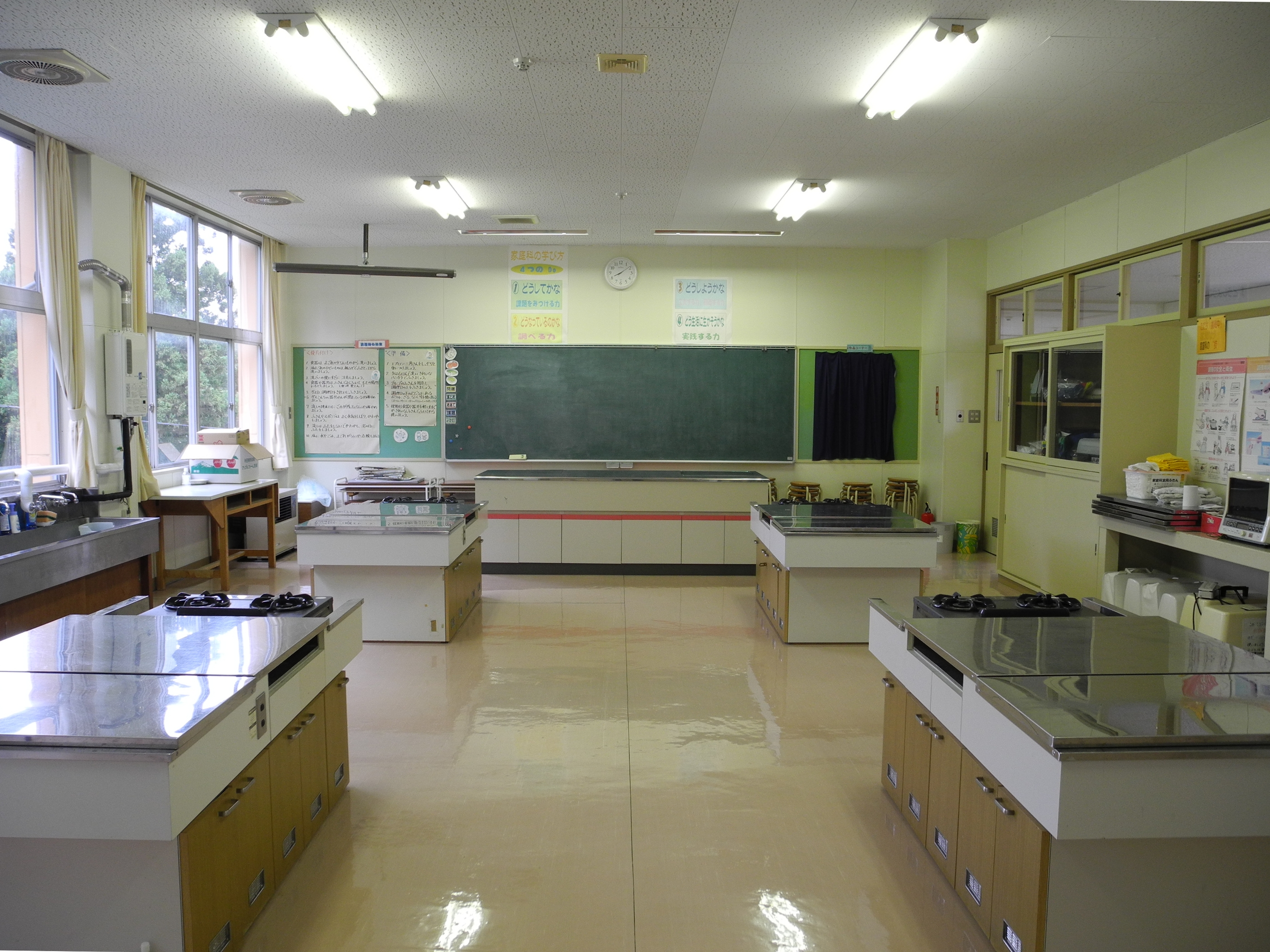 File:Hitane Elementary School kitchen 2.jpg - Wikimedia