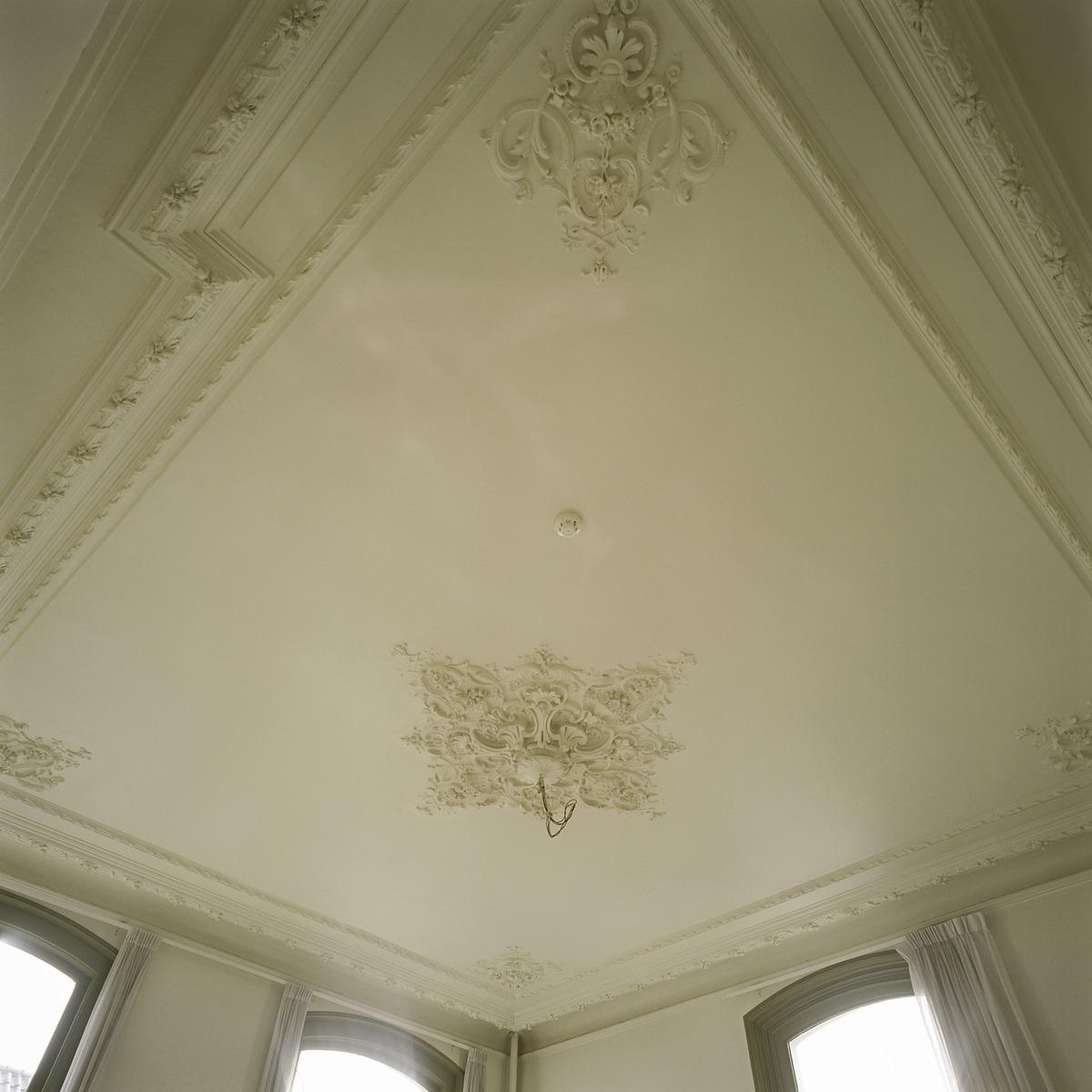 file interieur overzicht van het stucplafond met. Black Bedroom Furniture Sets. Home Design Ideas