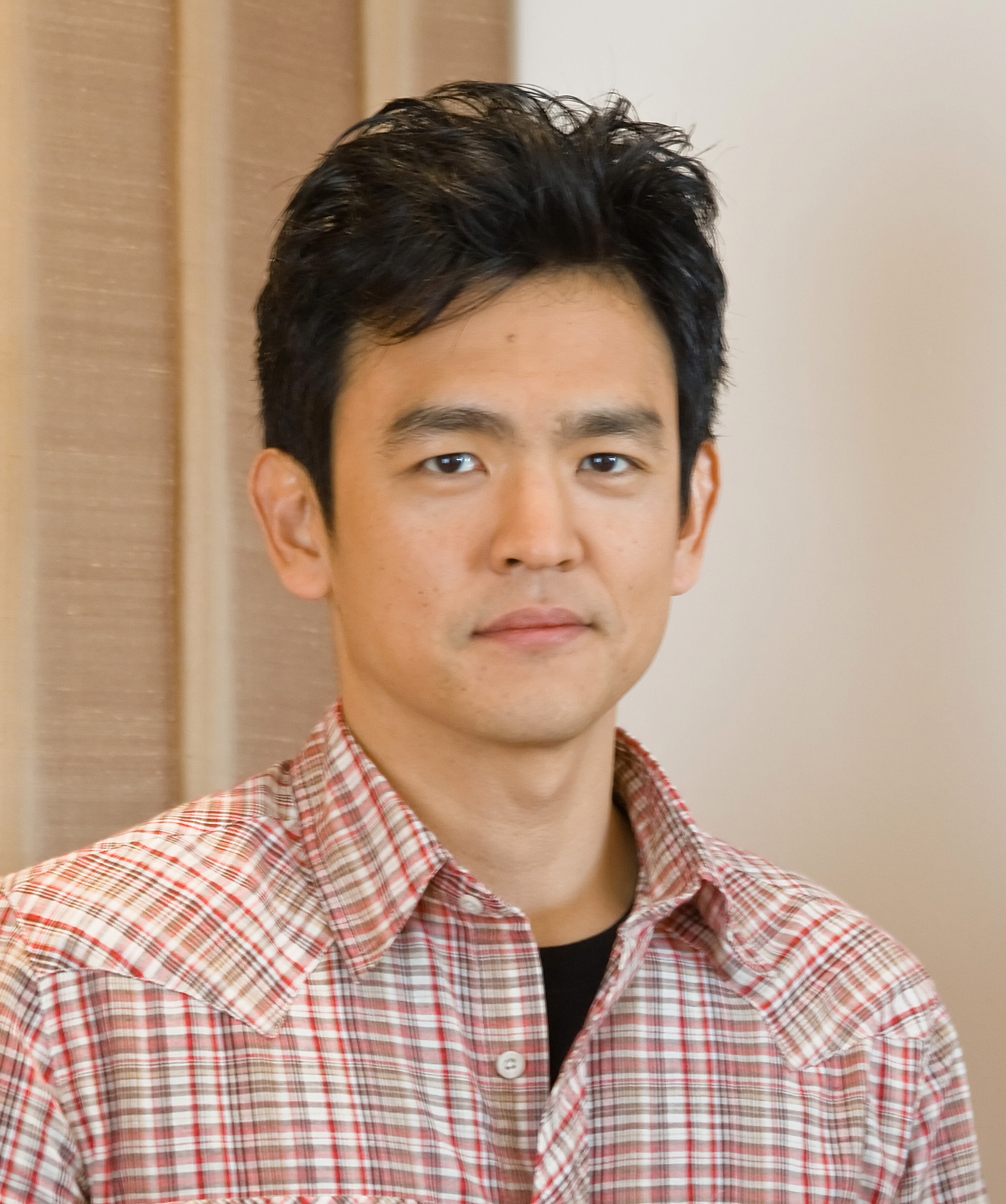 The 45-year old son of father (?) and mother(?), 178 cm tall John Cho in 2018 photo