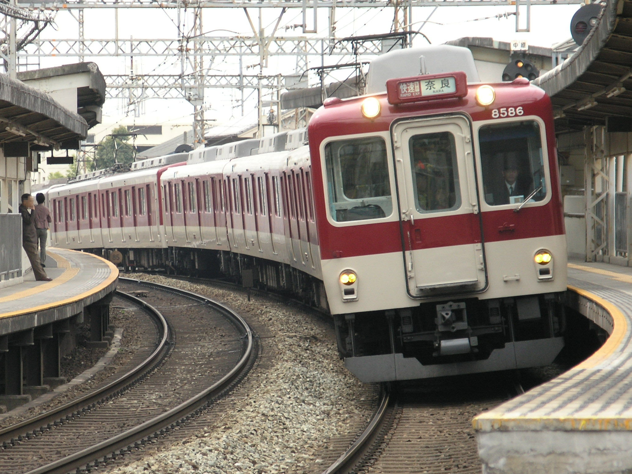 About: 近鉄8000系電車