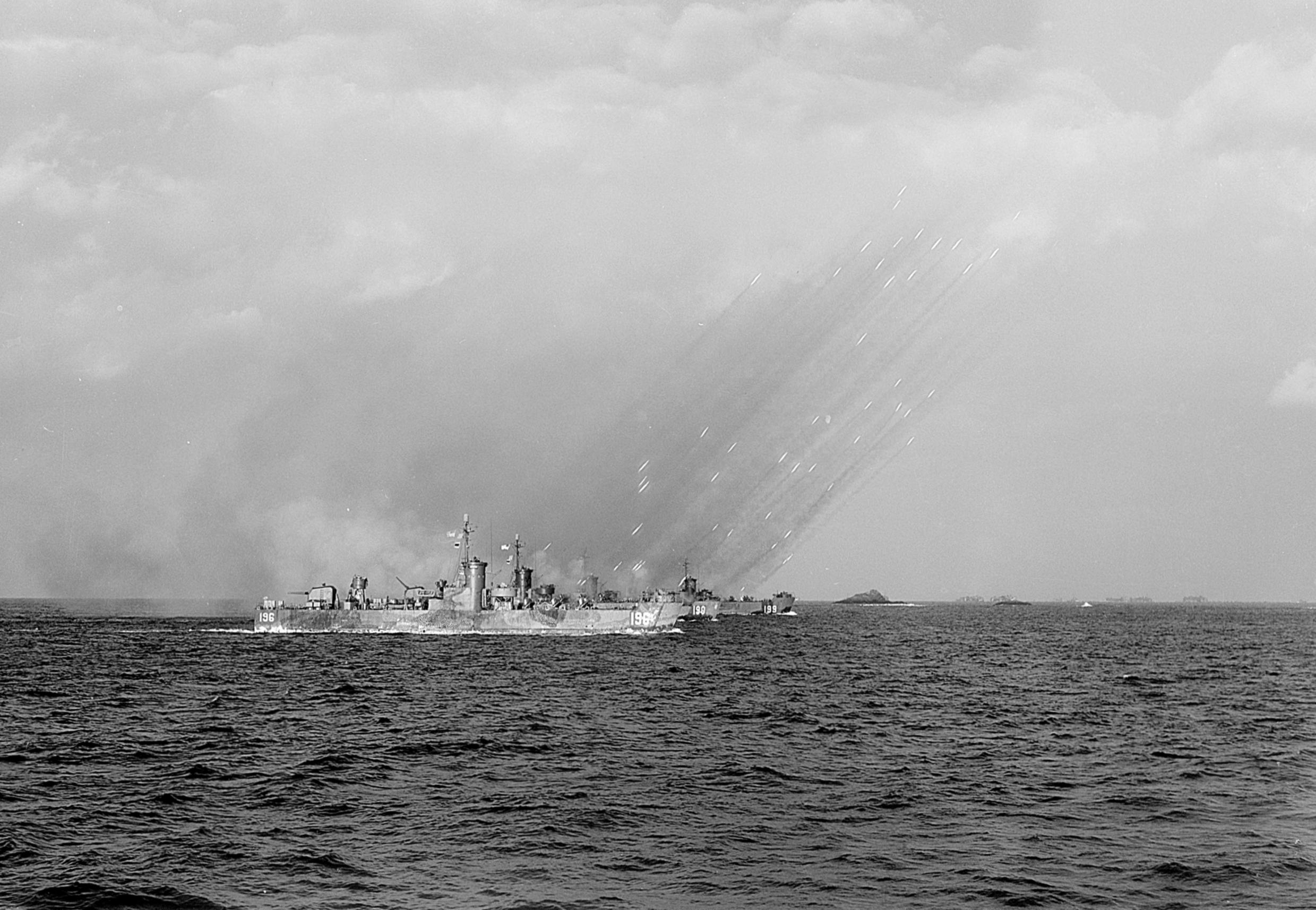 Description LSM(R)s firing rockets in Kerama islands 1945.jpg