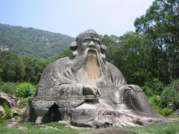 Каменная скульптура Лао-цзы, расположенная к северу от г. Цюаньчжоу, Китай