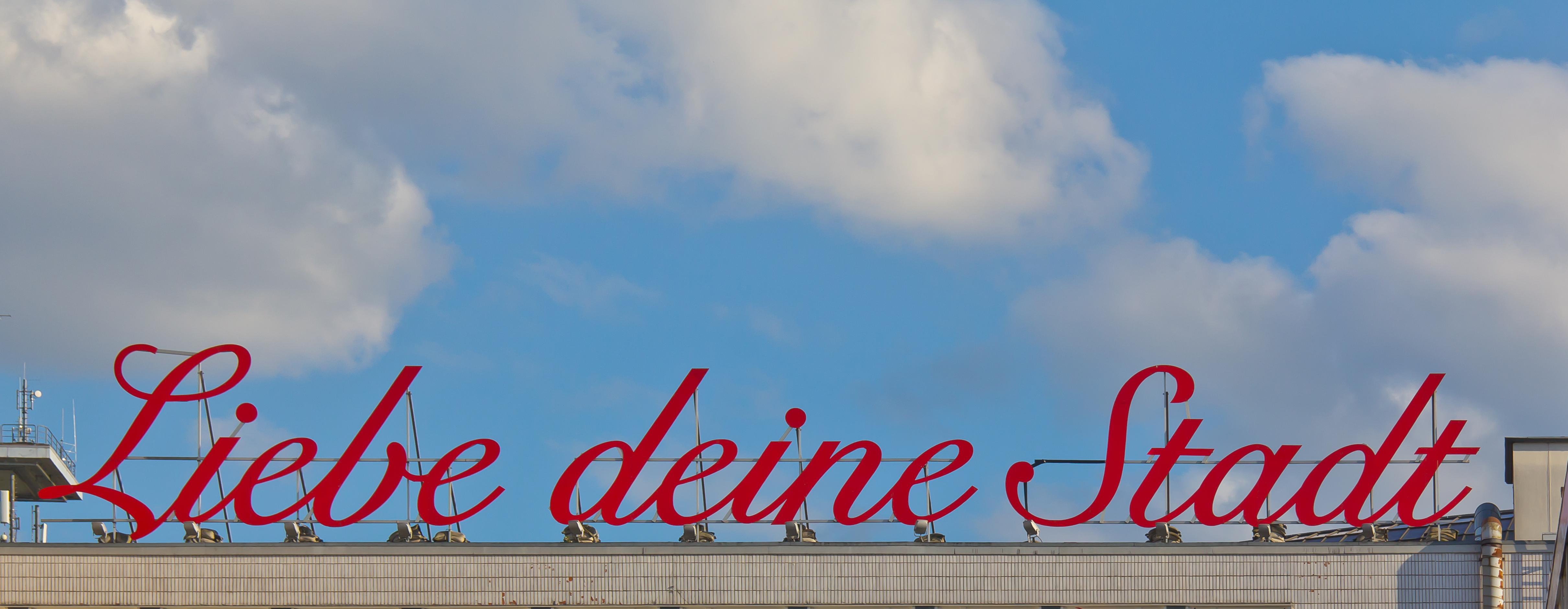 https://upload.wikimedia.org/wikipedia/commons/a/af/Liebe_deine_Stadt-K%C3%B6ln-3839.jpg