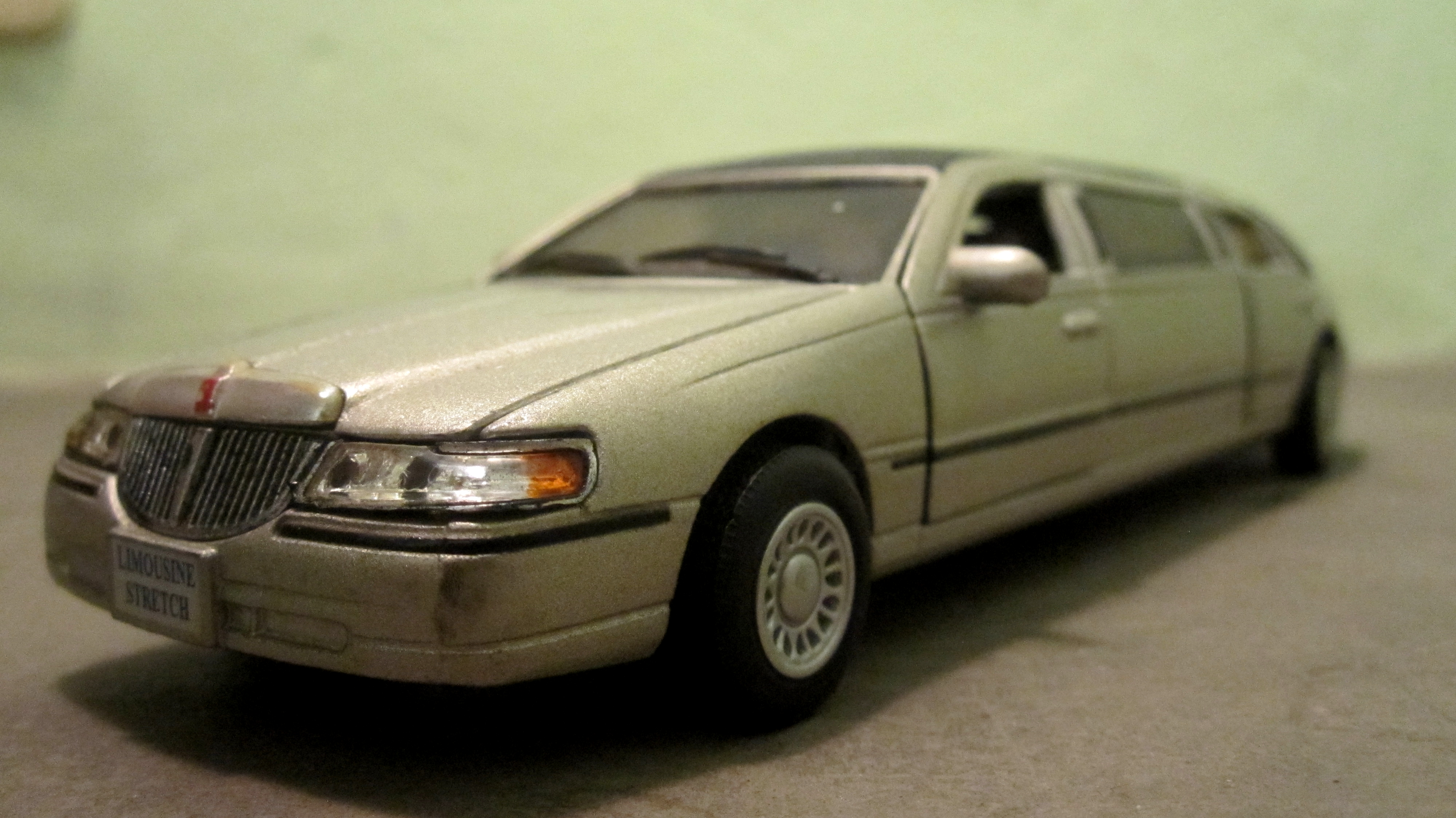 File Lincoln Town Car Strech Limousine Model Car Jpg Wikimedia Commons