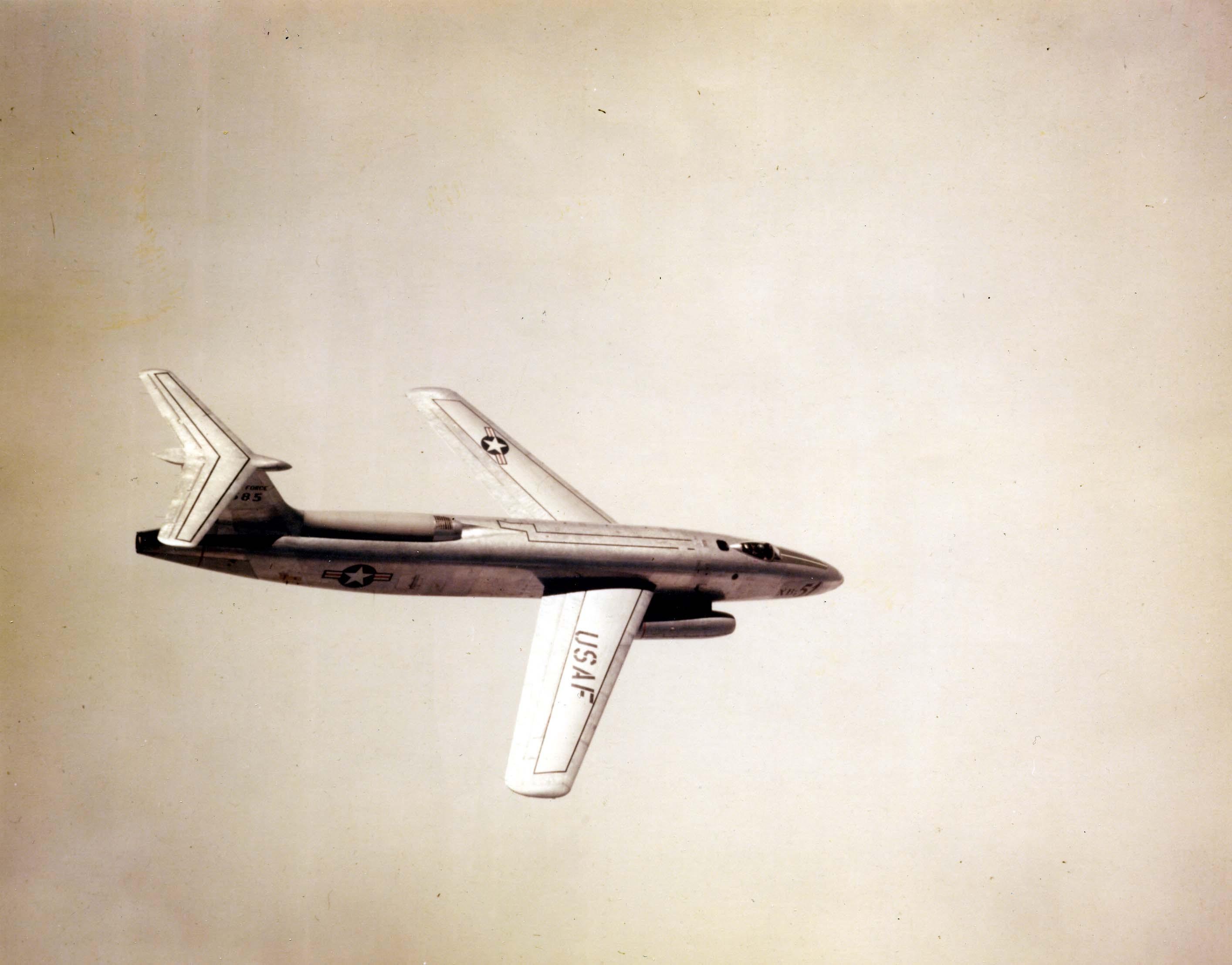 file martin xb 51 46 585 in flight colour jpg wikimedia commons