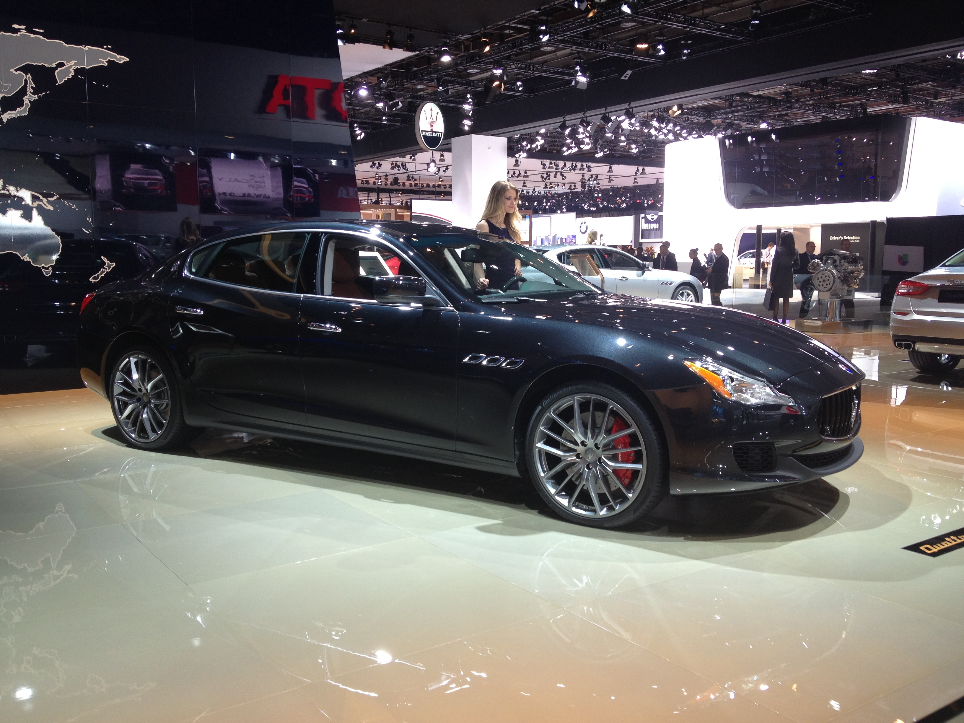 https://upload.wikimedia.org/wikipedia/commons/a/af/Maserati_Quattroporte_VI_at_NAIAS_2013.jpg