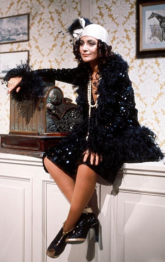 Mia Martini vestita in stile anni  20 nello show La compagnia stabile della  canzone (settembre 1975) 2047da84842