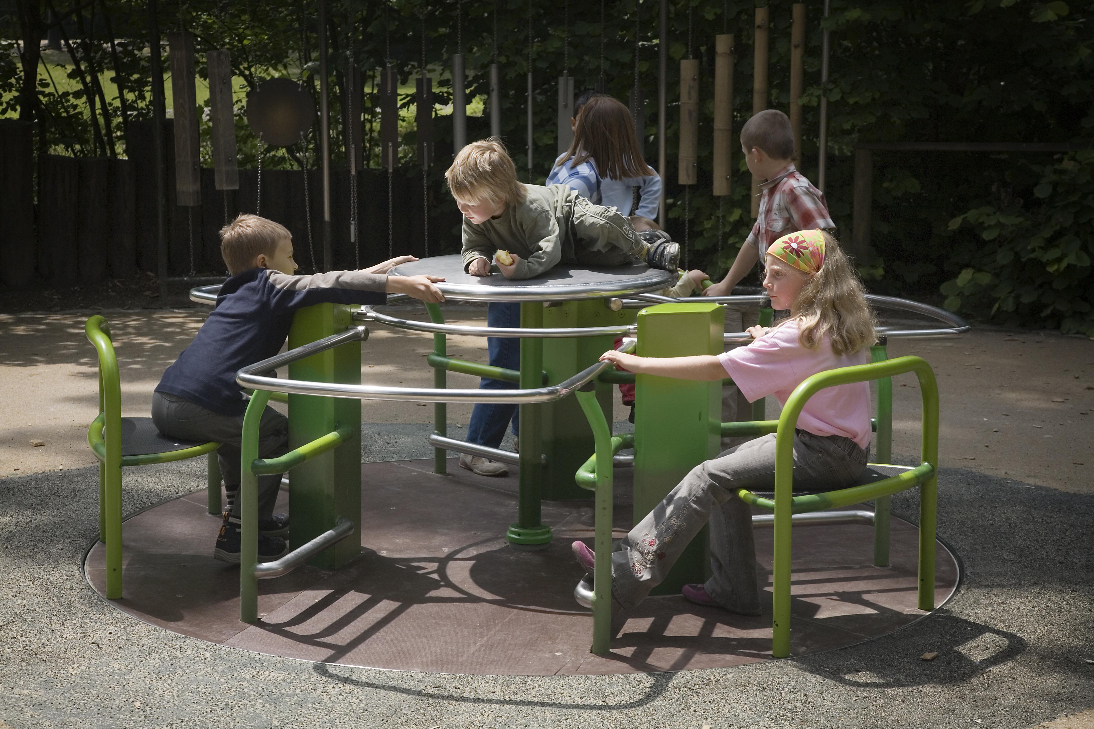 Des enfants jouent