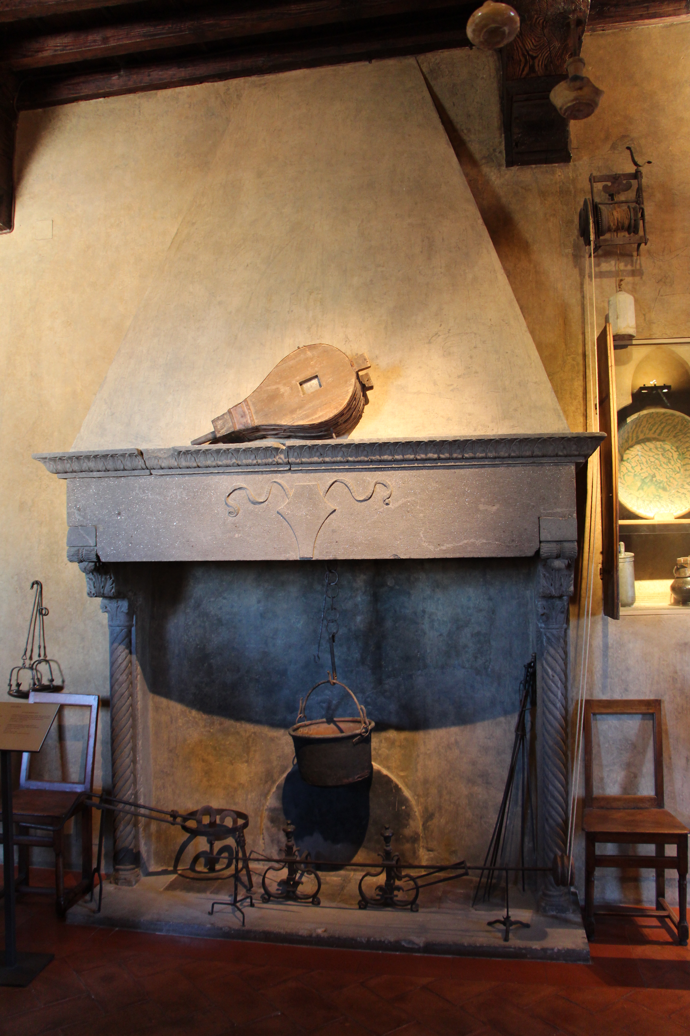 File:Palazzo davanzati, cucina, camino.JPG - Wikimedia Commons
