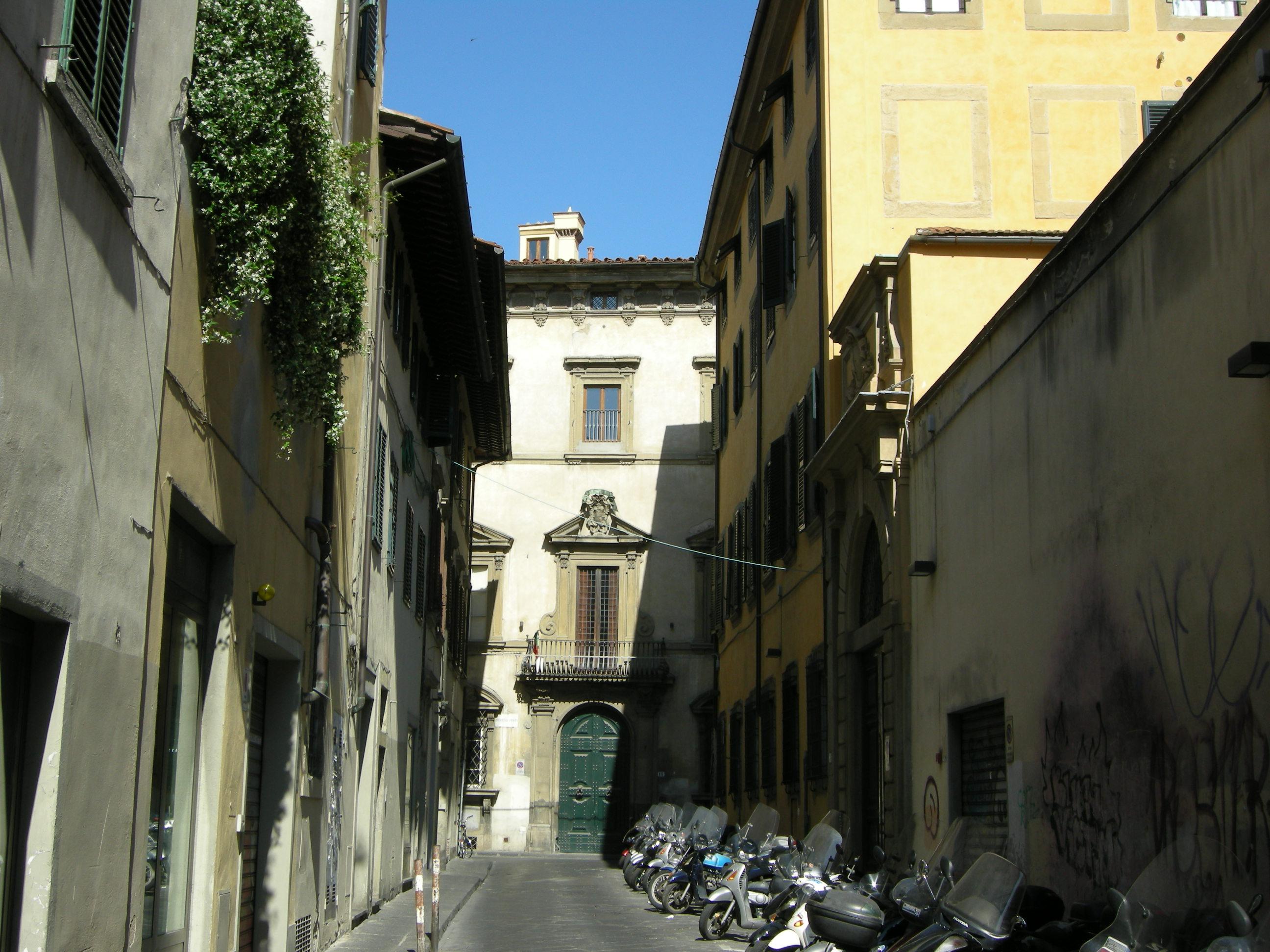 Palazzo_rofffia%2C_veduta_da_via_di_mezz