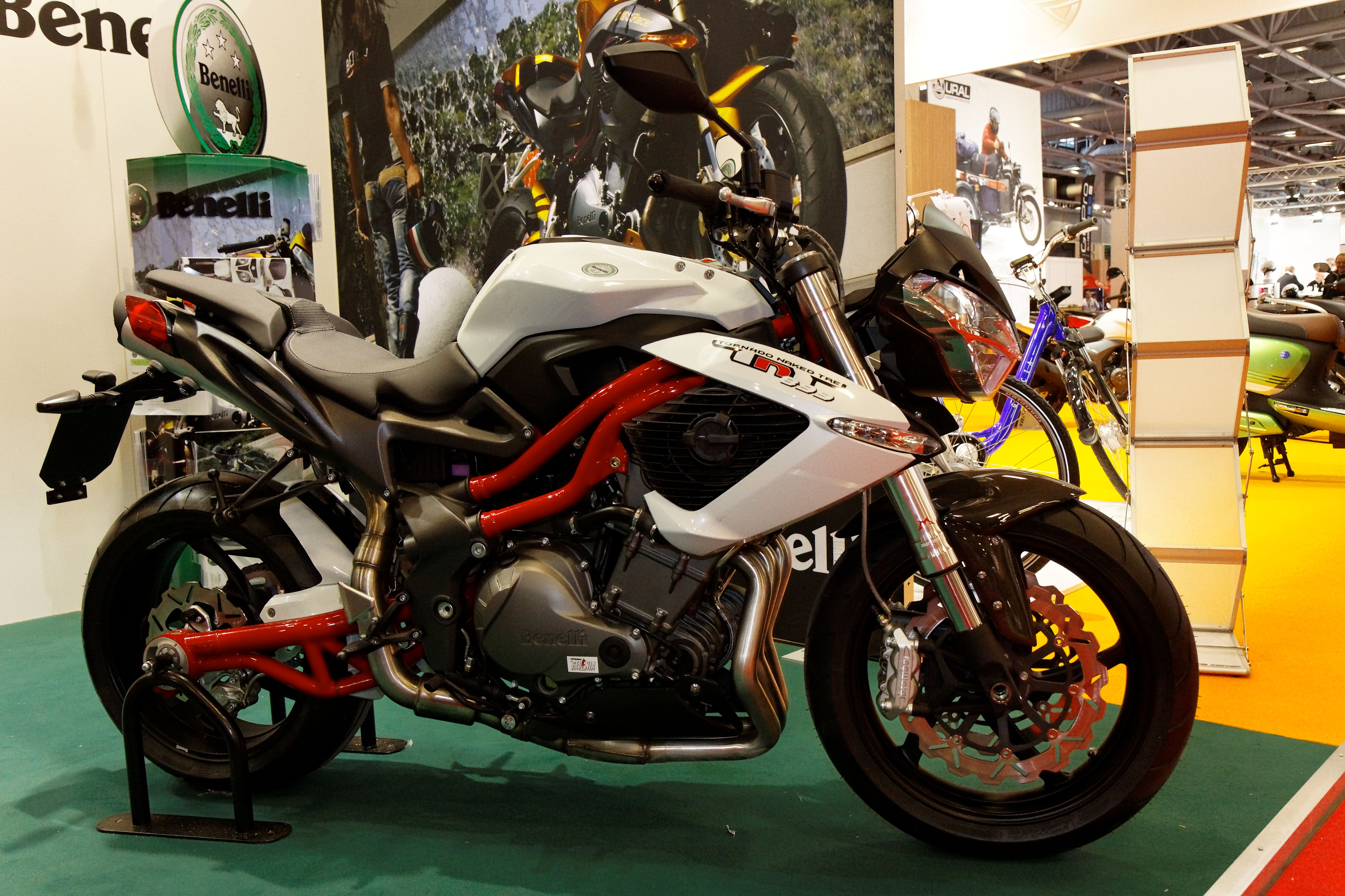 Watch furthermore File Paris   Salon de la moto 2011   Benelli   TNT   004 together with 2014 Peugeot 2008 Allure Diesel Walkaround Video Pictures likewise Tnt 135 likewise 3 Mid 60 70s Ton Up Bikes. on benelli motorcycles