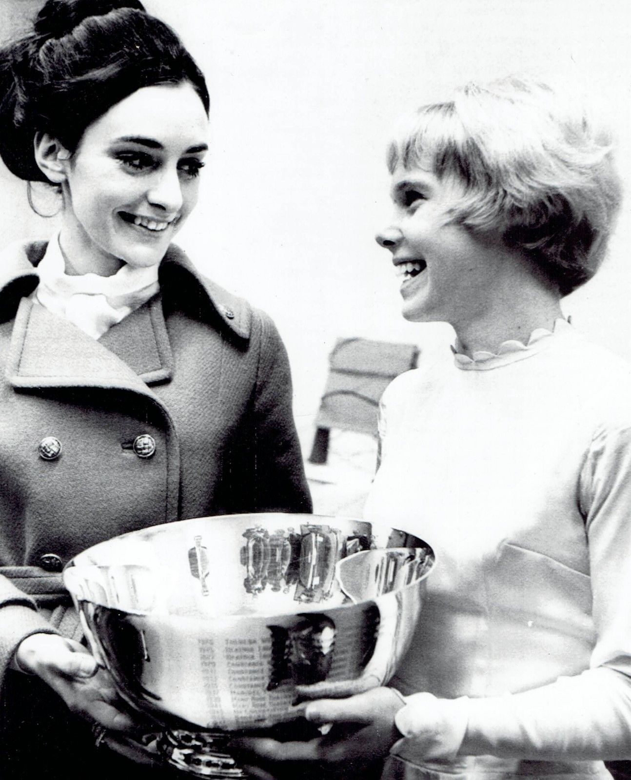 Peggy Fleming And Janet Lynn (right) In 1969