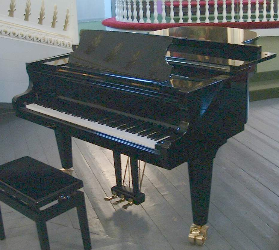 File:Piano A Queue.Jpg - Wikimedia Commons