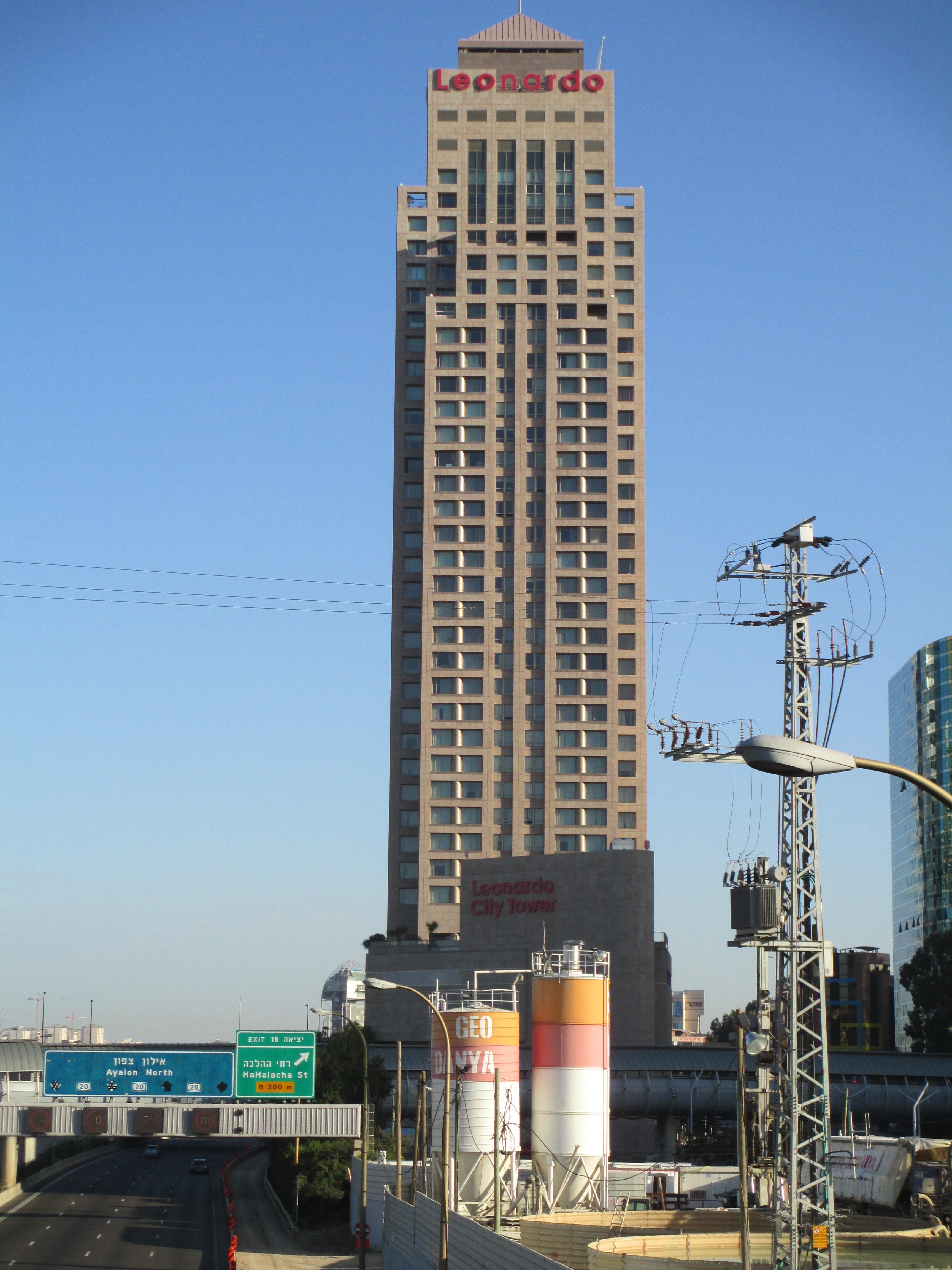 File:PikiWiki Israel 34356 Leonardo city tower in Ramat Gan.JPG - Wikimedia  Commons