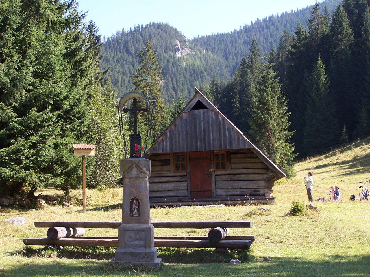 Dzisiejszy sza�as w Huciskach, fot. Jerzy Opio�a, �r�d�o: Wikimedia, GNU
