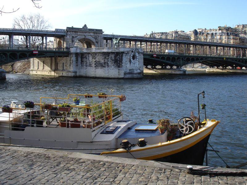 File:Pont Bir Hakim et Seine - panoramio.jpg