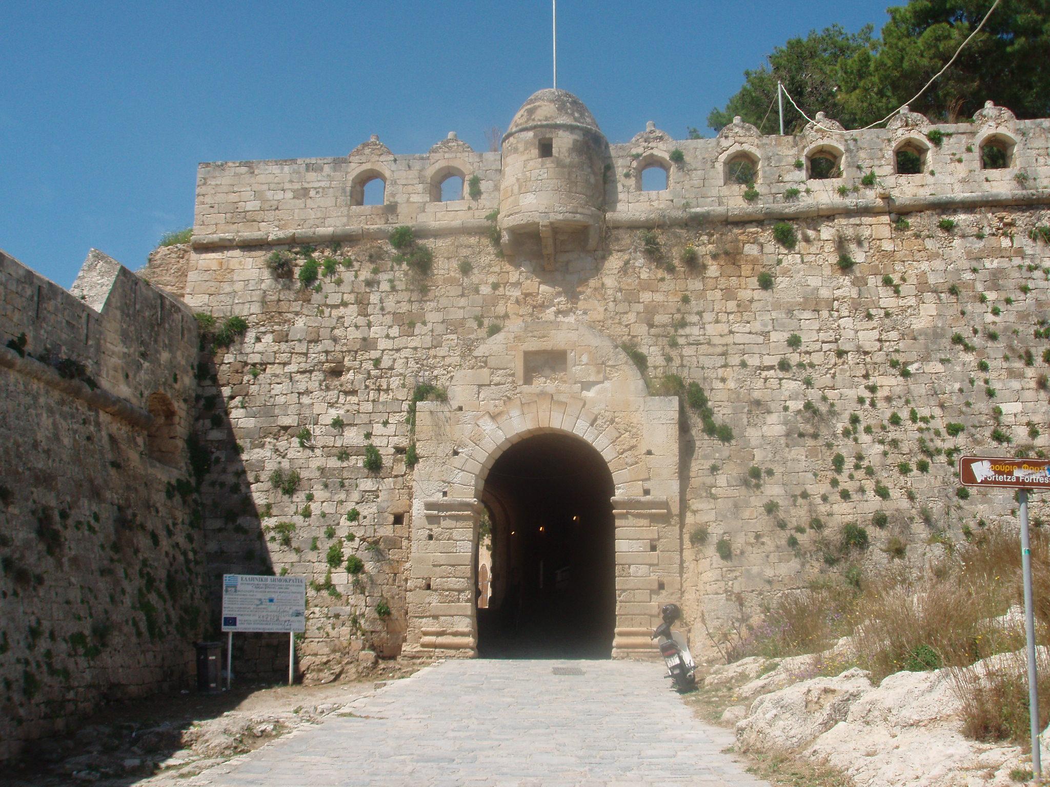 File:Rethymno Fortezza gate.jpg