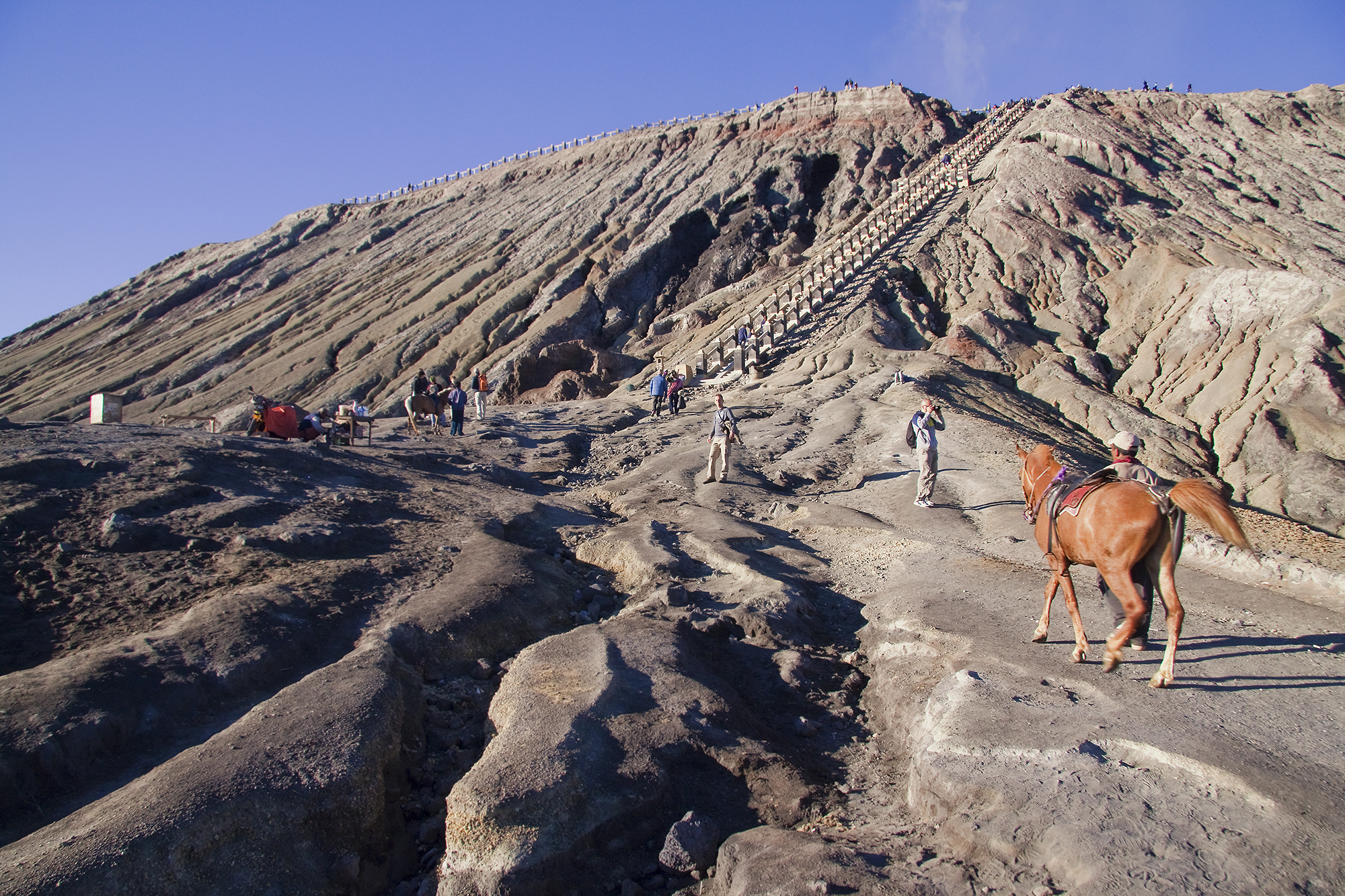 File Riding Up The Volcano Mount Bromo Jpg Wikimedia Commons