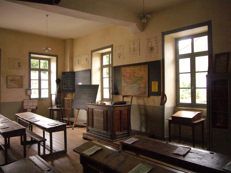 école de Jules Ferry salle de classe ancienne