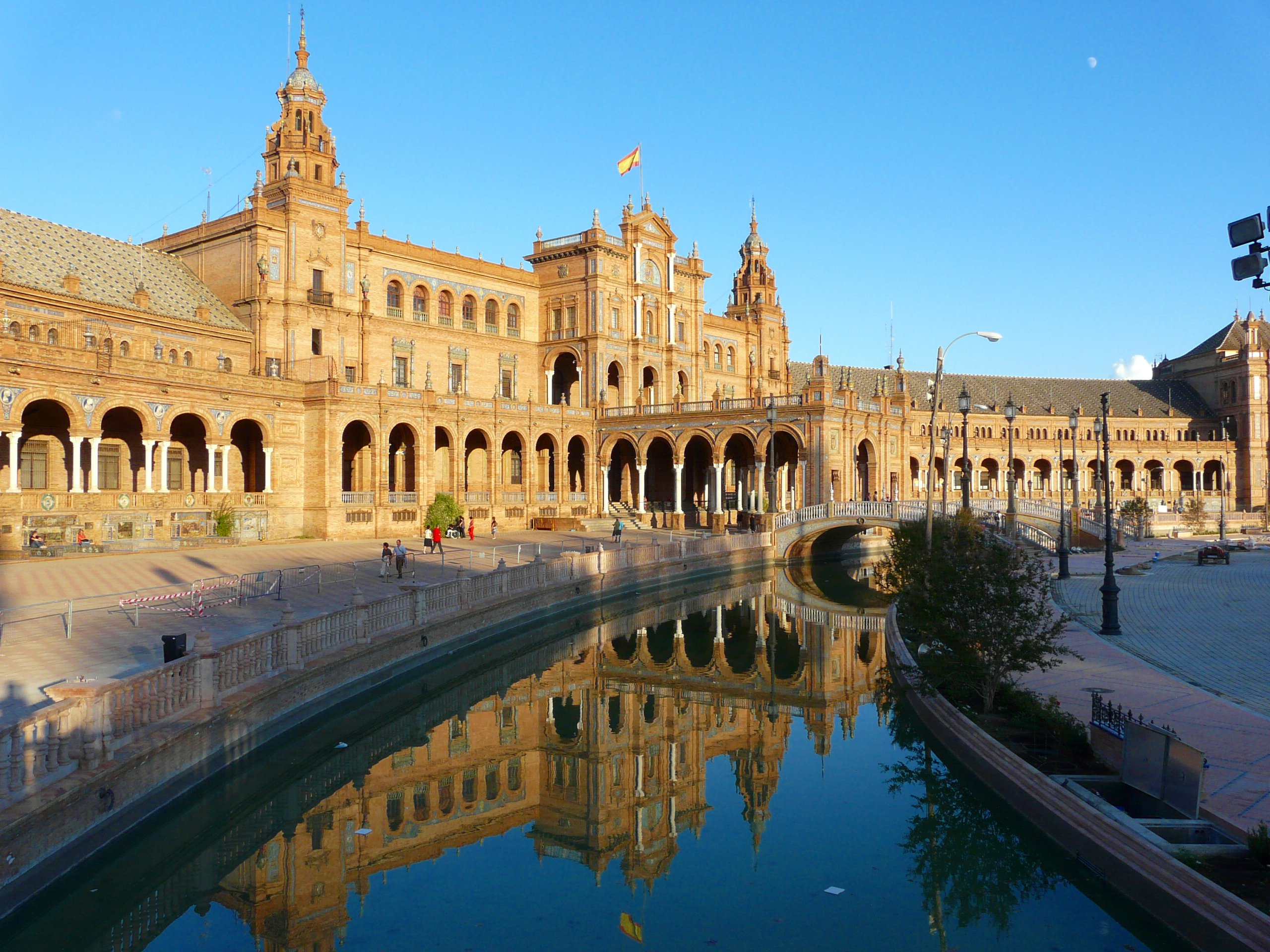 File seville place d for Piscine sevilla