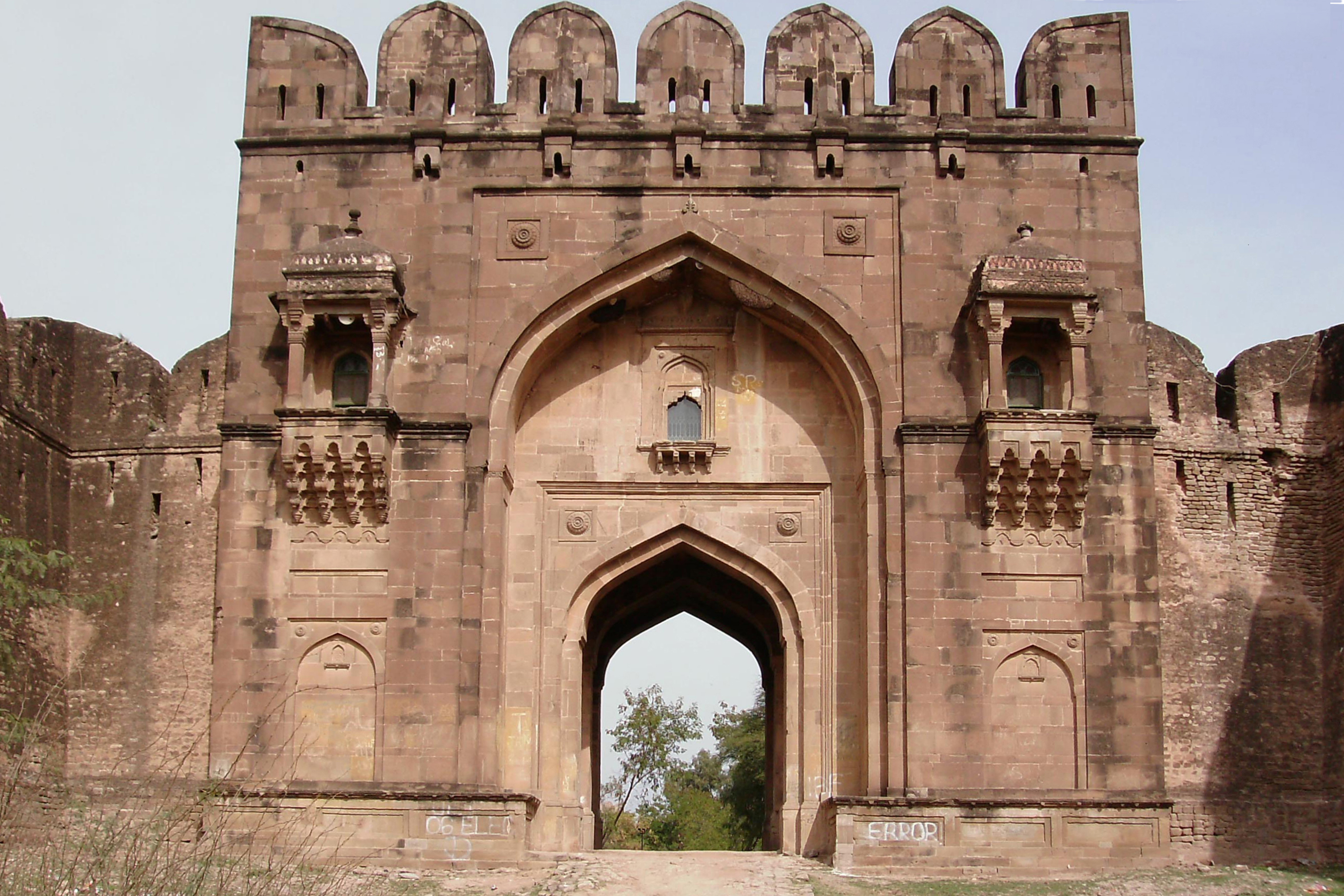 http://upload.wikimedia.org/wikipedia/commons/a/af/Sohail_Gate_Rohtas_by_Sheikh_Rashid_Hameed_copy.jpg