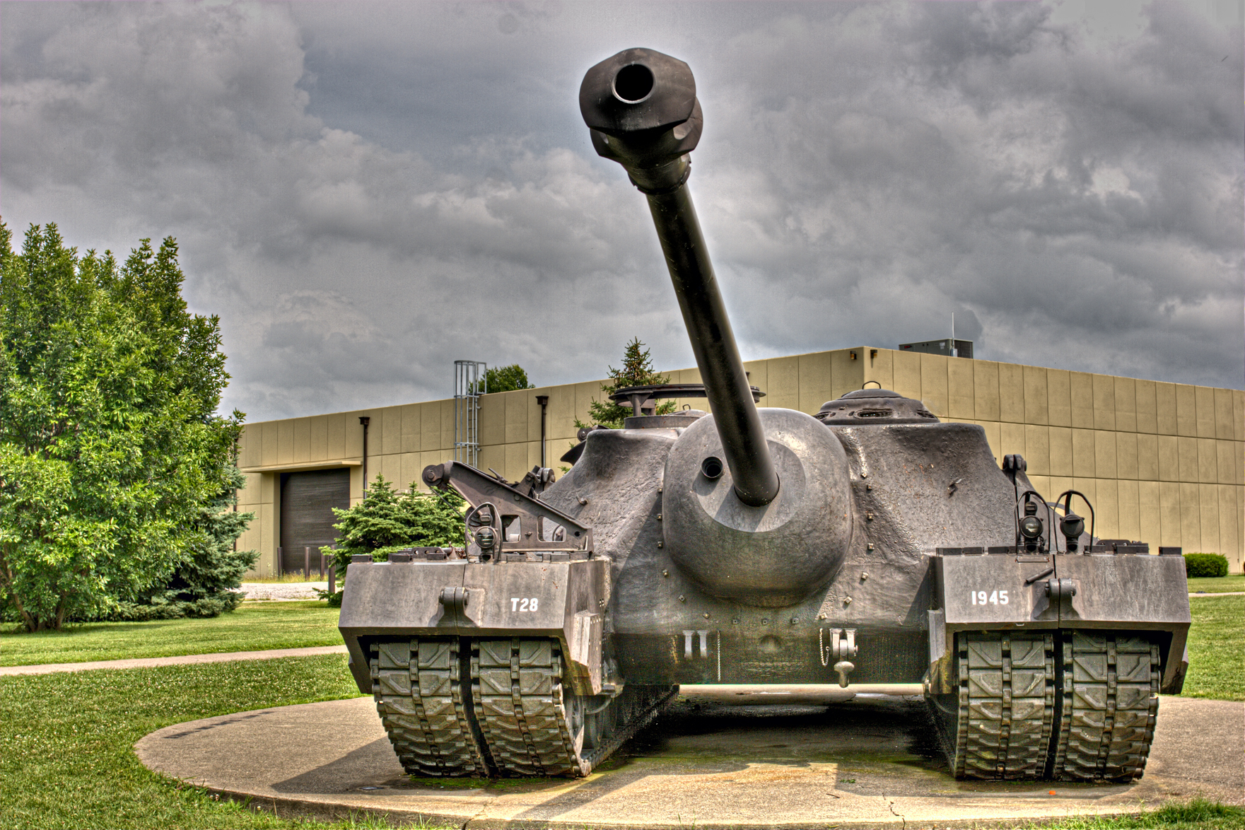 http://upload.wikimedia.org/wikipedia/commons/a/af/T28_Super_Heavy_Tank.jpg