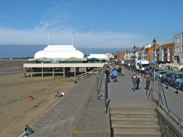 File:The sea front, Burnham-on-Sea - geograph.org.uk - 1510027.jpg