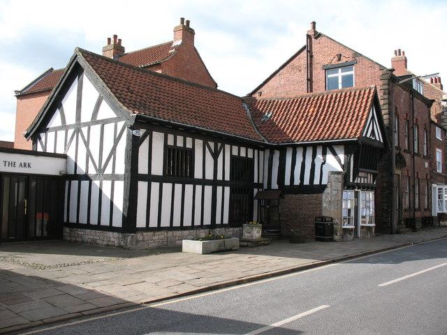 Timber framed building, Tadcaster - geograph.org.uk - 720575