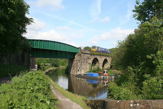 Viaduct over Peak Forest Canal - geograph.org.uk - 1355347