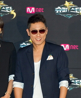 Picture of a band or musician: Yoon Jong Shin