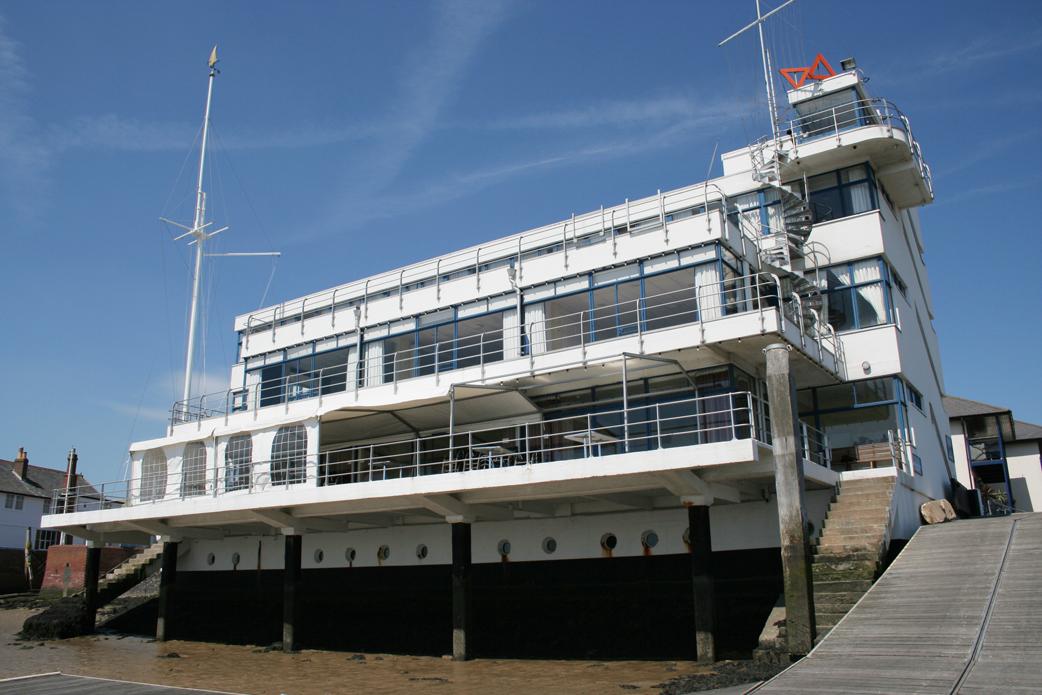 File:Royal Corinthian Yacht Club Burnham-on-Crouch.jpg - Wikipedia,
