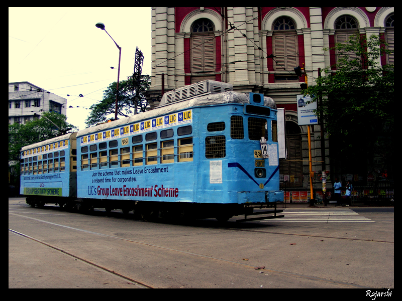 http://upload.wikimedia.org/wikipedia/commons/archive/0/0f/20080608173519!Kolkata_Tram.jpg