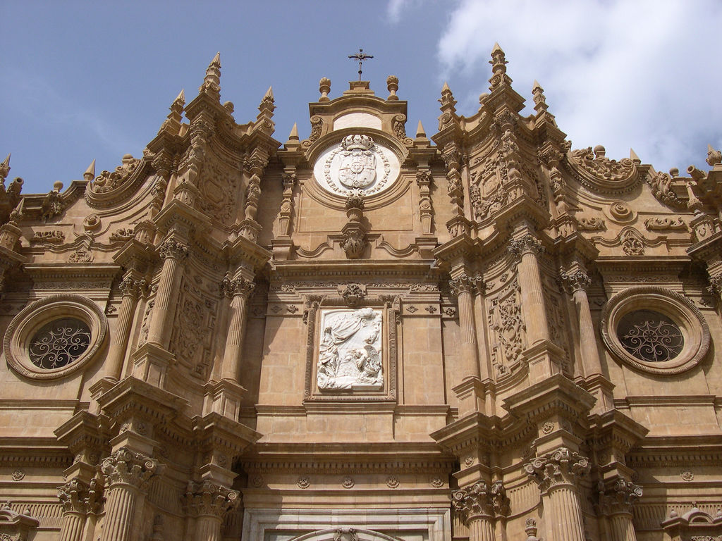 http://upload.wikimedia.org/wikipedia/commons/archive/7/76/20080801181557!Catedral_guadix.jpg