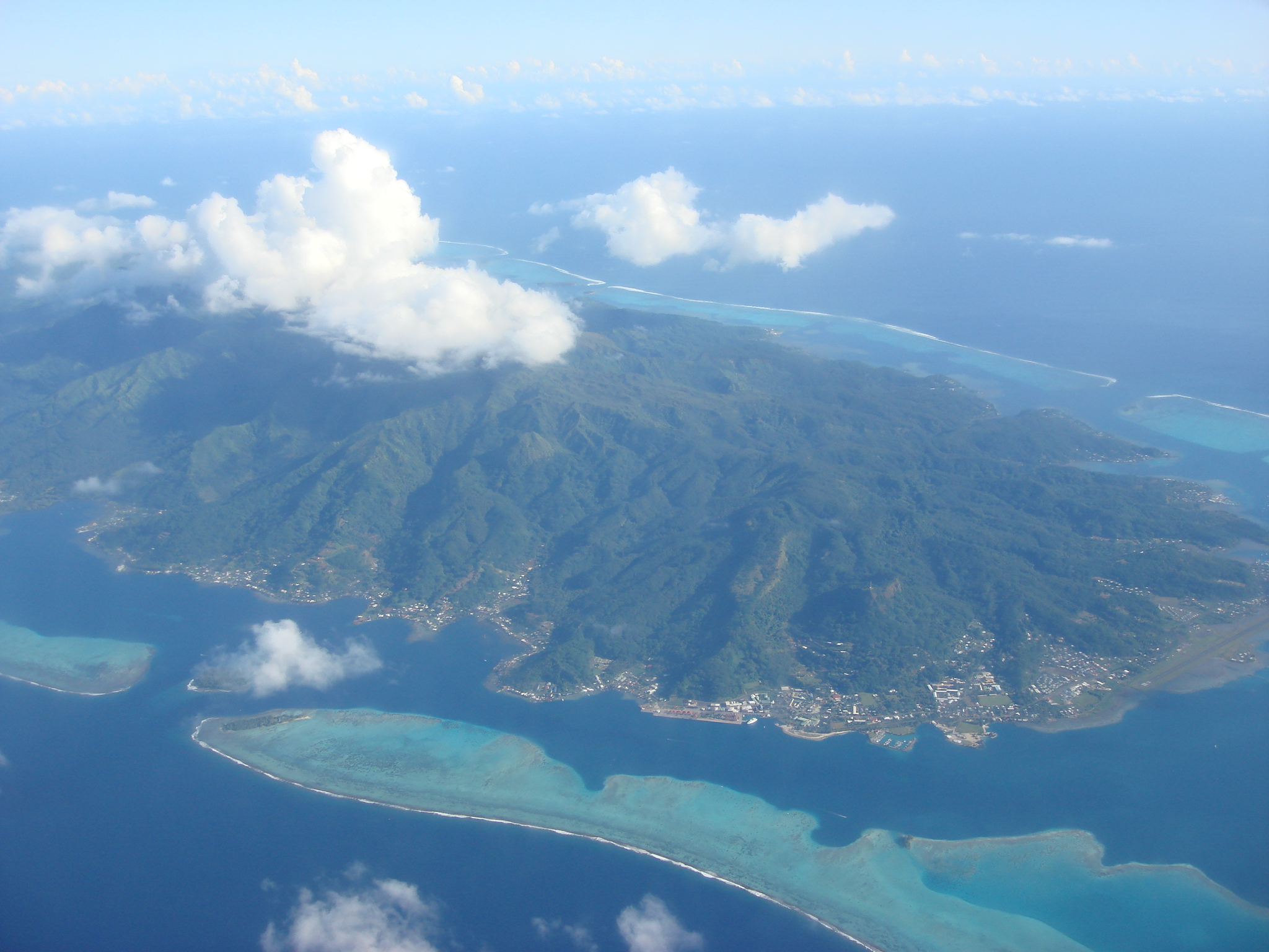 ☼ - Society Islands - ☼ 20090812105721%21A_view_from_the_AR_72_airplane_%28Over_Society_Islands_-_French_Polynesia%29