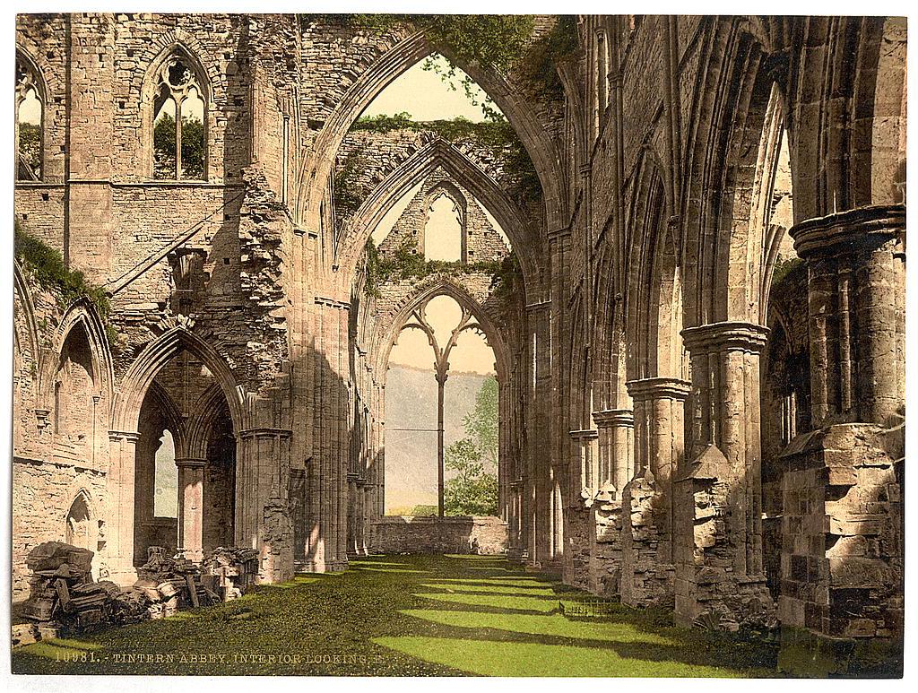 Tintern Abbey aux Pays de Galles, exemple d'un monastère abandonné et tombé en ruine suite à l'expulsion des moines